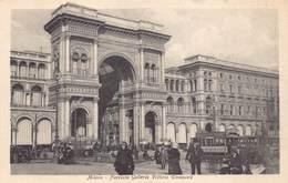Italia Lombardia Milan Milano - Facciata Galleria Vittorio Emanuele   Tram    - Cartolina  Barry 2724 - Milano (Milan)