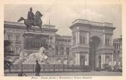 Italia Lombardia Milan Milano - Piazza Duomo E Monumento A Vittorio Emanuele    - Cartolina  Barry 2730 - Milano (Milan)