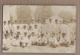 CPA PHOTO 58 - COSNE - TB CP Photographique GROUPE MILITAIRES Caserne Camp TB Verso 1916 TAMPON MILITAIRE - Cosne Cours Sur Loire