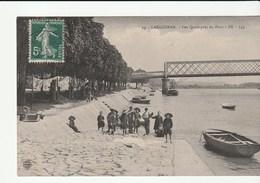 Langoiran ( Gironde) Les Quais Près Du Pont Avec Enfants - France