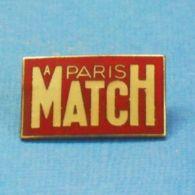 1 PIN'S //  ** A PARIS MATCH ** - Medios De Comunicación