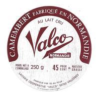 ETIQUETTE De FROMAGE..CAMEMBERT Fabriqué En NORMANDIE..Valco..Laiterie Coop. VALCO à VALOGNES ( Manche 50 AH) - Fromage