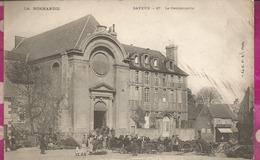 D14 - BAYEUX - La Gendarmerie - (Rassemblement  Sur La Place)  PRECURSEUR - Bayeux