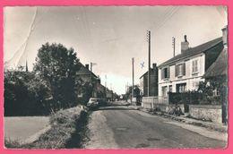 Cp Dentelée - Meulles - Route D'Orbec à Vimoutiers - Vieille Voiture - Photo Edit. KOCH - France