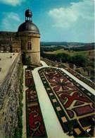 24 - Hautefort - Le Château Et Ses Superbes Jardins à La Française - Tour De La Chapelle - Parterres De Fleurs - Voir Sc - Frankreich