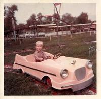 Photo Carrée Couleur Originale USA Ambiance Kiddieland Amusement Park 1960/70 - Voiture à Pédales Sur Rails - Automobiles