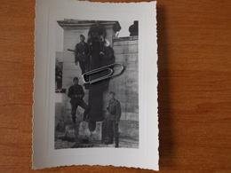 CHARENTE RUELLE SOUS TOUVRE WW2 GUERRE 39 45 ANGOULEME  SOLDATS ALLEMANDS POSANT SUR UN CANON - France