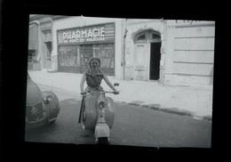 Negatif Photo Ancienne - Scooter - Le Perreux Pharmacie Du Pont De Mulhouse - Foto
