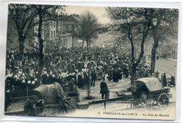 85 FONTENAY Le COMTE Un Jour De Marché Sur La Place 1909 Timb - Edit Guiller Num 11    /D08-S2017 - Fontenay Le Comte