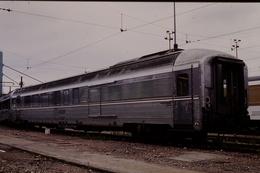 Photo Diapo Diapositive Slide Train Wagon Voiture INOX SNCF 9989091 à Masséna Le 03/07/1996 VOIR ZOOM - Dias