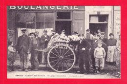 F-44-Nantes-162Ph86  La Grève Des Dockers, Soupes Communistes, Le Départ Du Pain, Animation, Cpa BE - Nantes