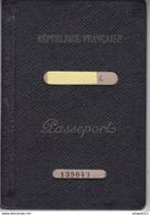 Au Plus Rapide Passport Passeport Timbre Fiscal France Tunisie Bizerte Nombreux Visas ... Excellent état - Fiscaux