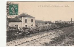 Saint Médard En Jalles ( Gironde) La Gare Avec Train Et Wagons Transportant Du Bois - France