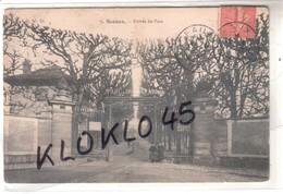92 Sceaux ( Hauts De Seine ) Entrée Du Parc - Animé Femmes Sur Le Côté Des Grilles - CPA D. W. D. N° 9 Généalogie - Sceaux