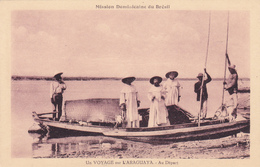 CPA BRESIL - Un Voyage Sur L'Araguaya - Au Départ - Pirogue Et Les Dominicains - Brazilië