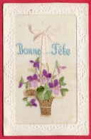 Carte Brodée - Bonne Fête - Bouquet De Violettes - Borduurwerk