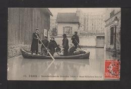CPA . PARIS . 75 . Inondation 1910 . Rue Félicien David . Animation . - Paris Flood, 1910