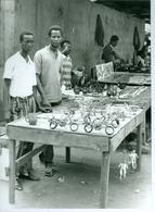 2 Photos Zaïre Kinshasa Objets D'artisanat En Fil De Fer Photo-service PP. Blancs Congo - Afrique