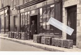 CPA PHOTO - QUINCAILLERIE G. ROBLIN à Situer Vers 1910 - Très Beau Cliché - CUISINIERES Et CHAUDIERES En FONTE - Cartes Postales