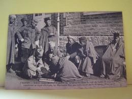 TROYES (AUBE) MILITARIA. LA SANTE. SCENES VECUES PENDANT LA GUERRE DE 1914-1915. DANS LA COUR DU LYCEE DE JEUNES FILLES. - Troyes
