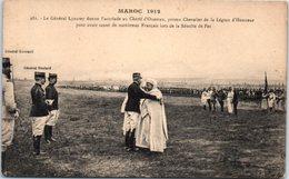 AFRIQUE --  MAROC - Le Général Lyautey Donne L'accolade  Au Chérif D'OUEZZAN - Andere