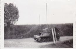 PHOTO ORIGINALE 39 / 45 WW2 WEHRMACHT FRANCE SUR LA ROUTE DE SAINT QUENTIN CHAR FRANCAIS SUR LA ROUT9 - Guerre, Militaire