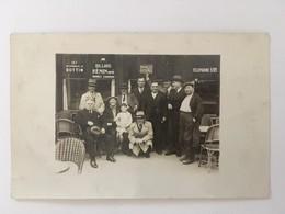 """Carte Photo, Devanture Café Animée (clients) , Sur L'ardoise Tendue """"Club Des Ivrognes"""", Publicité Bottin,Billard Henin - Caffé"""
