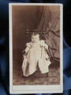 Photo CDV Ch. Poupat à Bourges - Second Empire Bébé Sur Une Chaise Vers 1865-70 L481 - Oud (voor 1900)