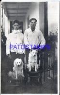 126301 REAL PHOTO TWO MAN AND DOG ON THE CHAIR POSTAL POSTCARD - Photographs
