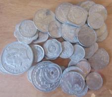 Vrac D'environ 40 Monnaies Modernes En Aluminium - Divers Pays Représentés Dont Une Monnaie Française - Vrac - Monnaies