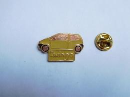 Beau Pin's , Auto Renault Twingo , Jaune - Renault