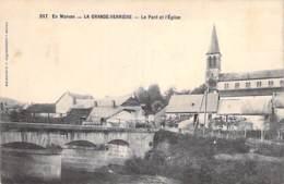 71 - LA GRANDE VERRIERE :  Le Pont Et L'Eglise - CPA Village (550 Habitants) - Saône Et Loire - France