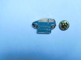 Beau Pin's , Auto Renault Twingo , Verte - Renault