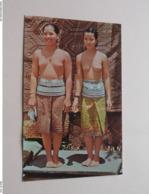SEA DAYAK BEAUTIES - KUCHING SARAWAK > Two Dayak Beauties ( S W Singapore - N° 414 ) Anno 19?? ( See Photo ) ! - Singapour
