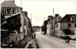 77 COUBERT - La Rue Jean Jaurès - Autres Communes