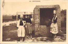 Guilvinec, Jeunes Bigoudennes Au Vieux Puits Breton - Guilvinec