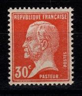 YV 173 N** Pasteur Cote 1,70 Euros - France