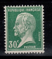 YV 174 N** Pasteur Cote 1,55 Euros - France