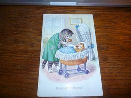 Carte Postale Fantaisie Illustrateur  Chat Chaton Kat Cat Humanisé Béb Chat Boit Au Biberon Hochet Landeau - Katten