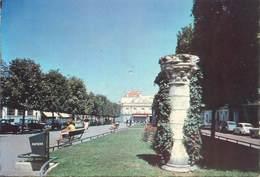 """/ CPSM FRANCE 92 """"Bourg La Reine, La Place Condorcet"""" - Bourg La Reine"""
