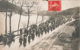 Militaire Cpa Carte Photo 1912 Soldats Militaires En March - Manoeuvres