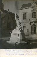 49 - Fontevrault - Carte Photo - Monument Aux Morts Et Mairie - Oeuvre Du Statuaire Jouanneault - Otros Municipios