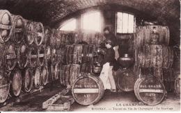 26521Epernay, La Champagne Travail Du Vin De Champagne Le Soutirage (petite Déchirure Droite) - Epernay