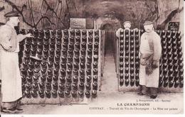 26523Epernay, La Champagne Travail Du Vin De Champagne – La Mise Sur Pointe - Epernay