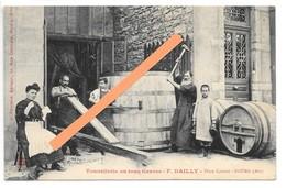 Cpa...Tonnellerie En Tous Genres...F.Dailly...place Carriat...Bourg...(Ain)...animée... - Bourg-en-Bresse