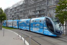 Bordeaux (33)  Tramway Ligne C – Juillet 2010    Rame Citadis Alstom 300 N°2245 Décorée Pour Les 100 Ans De L'aviation - Tranvía