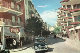Benidorm Animée Avenue Martinez Alejos Voiture Commerces Café Pub Coca Cola - Alicante