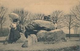 92) Meudon : Le Dolmen Sur La Terrasse Du Château - Meudon