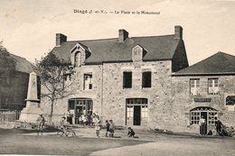 Dingé -    La  Place  Et  Le  Monument. - France