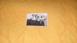 PHOTO ANCIENNE ANOTATION AU DOS LES QUAT' BARBUS ...PUTEAUX 1950...GROUPE ?.... - Personnes Identifiées